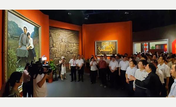 今日起,馆长李自健两幅新近力作《清水塘畔》分别于中共长沙历史馆和李自健美术馆正式展出